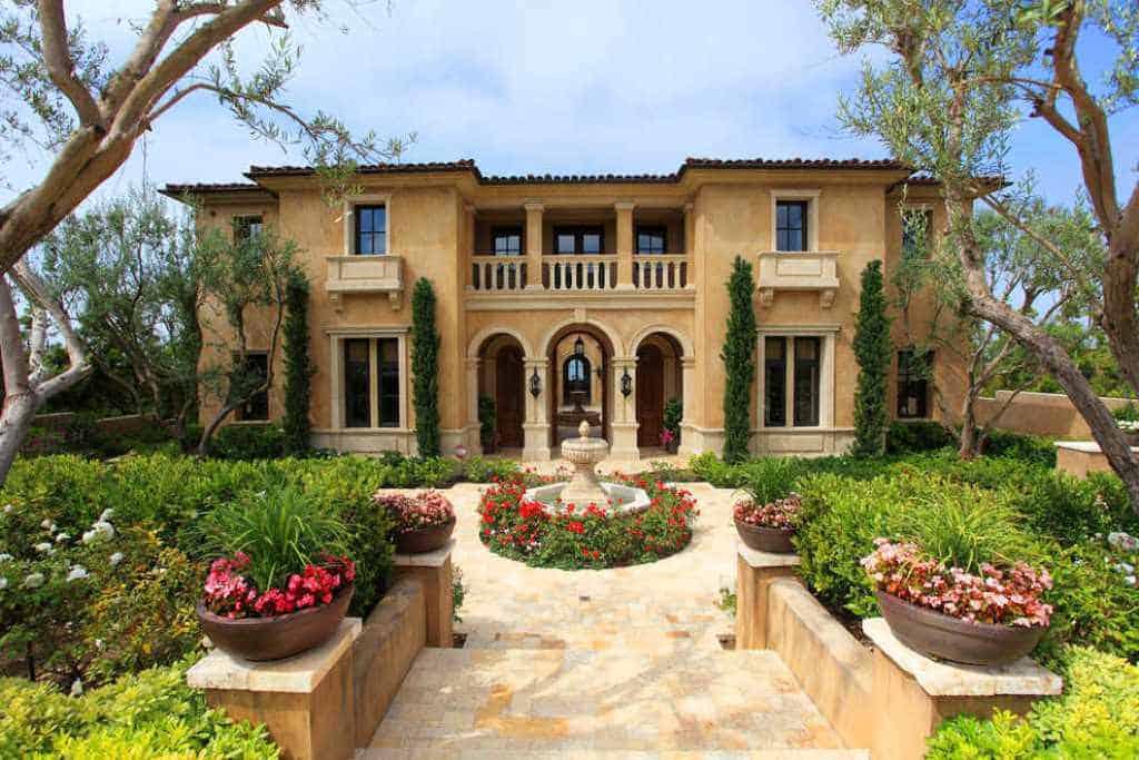 Best-Mediterranean-Landscaping-Front-Yard