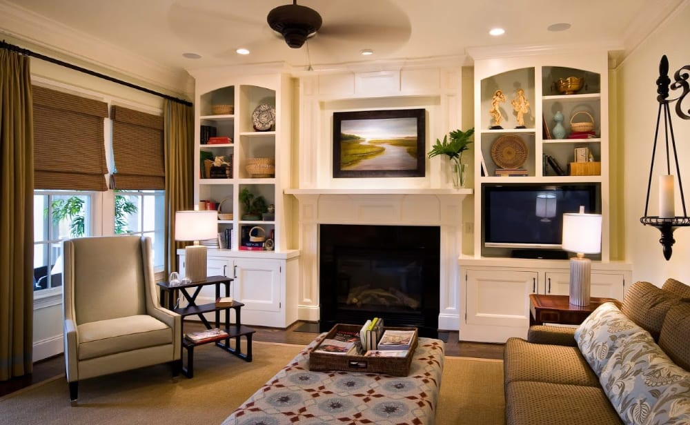 A living room with simple yet attractive furniture items