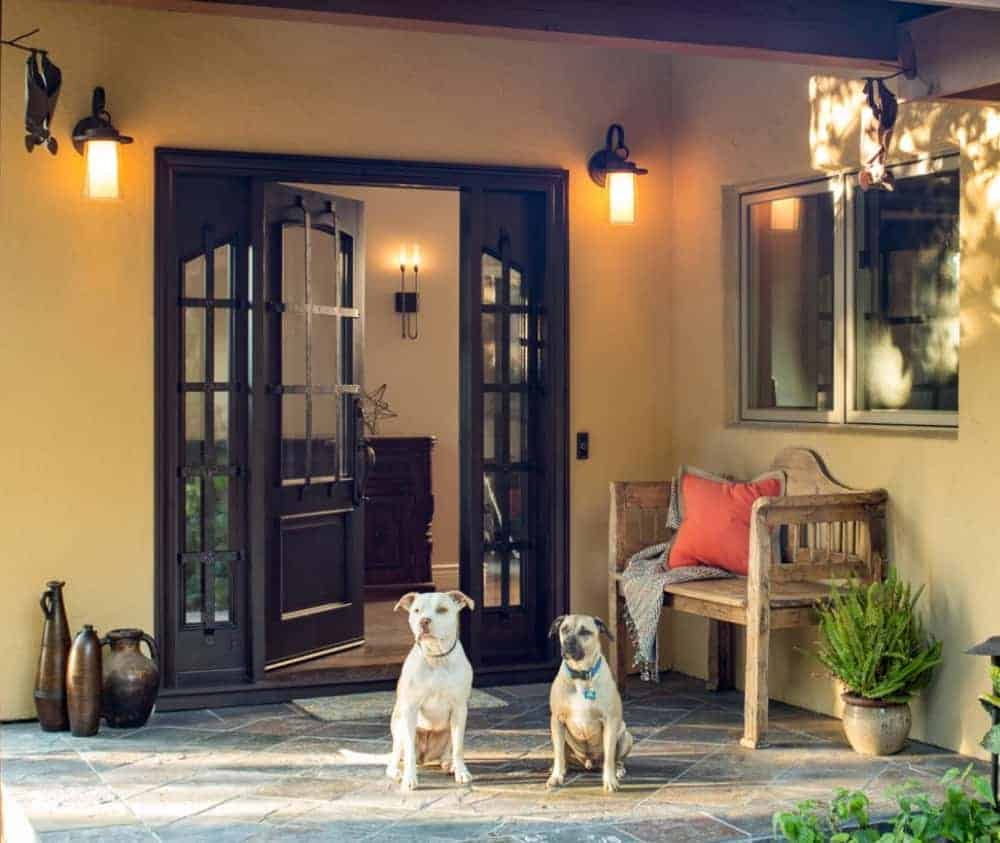 Stead-Entrance-with-Dogs