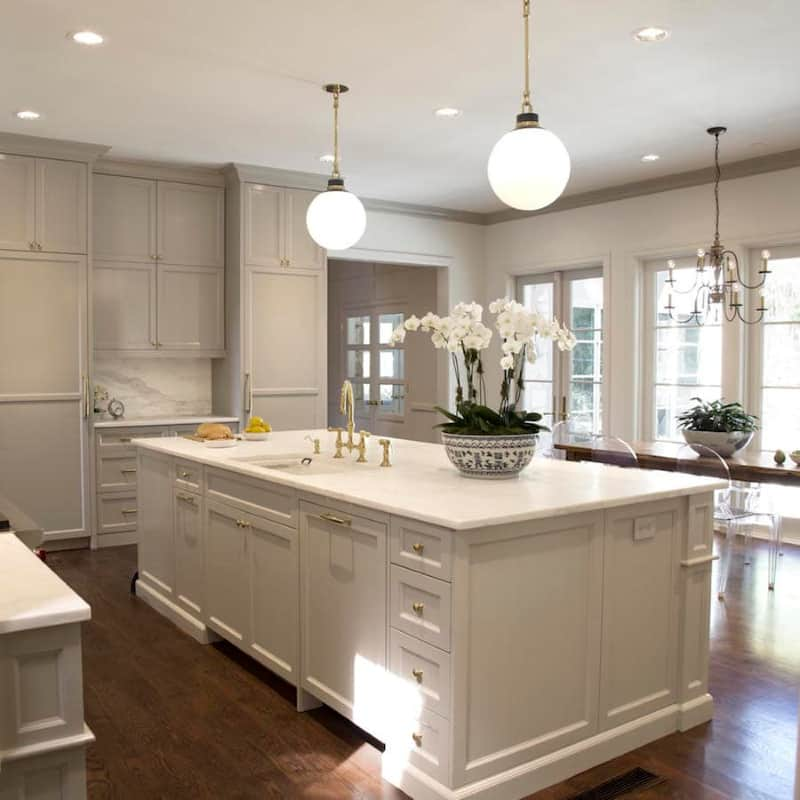 design with crown molding